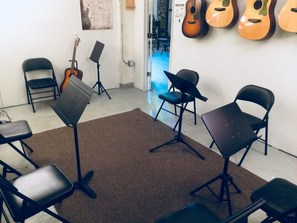 beautiful practice room at nyc guitar school